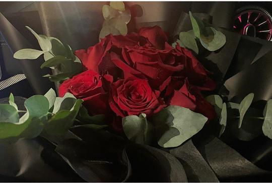 Hoàng Thùy Linh khoe hoa đẹp, dân mạng biết ngay người tặng là Gil Lê chỉ nhờ chi tiết nhỏ-2