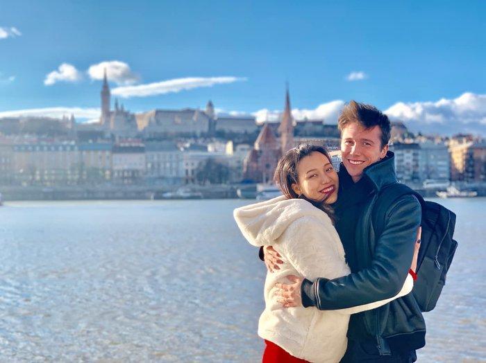 MC Hoàng Oanh đăng loạt ảnh hạnh phúc bên chồng Tây-2