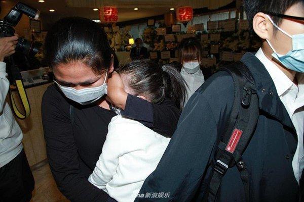 Đám tang mẹ Thiên vương Quách Phú Thành: Con trai, con dâu đeo khẩu trang, quan khách thưa thớt-5