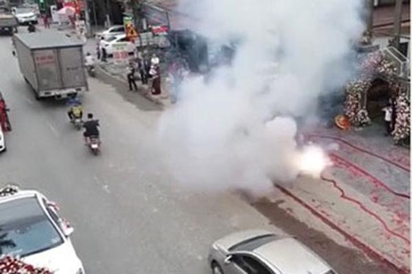 Đối tượng trực tiếp đốt gần 50m pháo trong đám cưới ở Sóc Sơn đã khai gì?-1