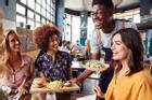 6 cách phòng tránh COVID-19 khi ăn uống ngoài hàng