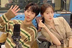 Ahn Hyo Seop tiết lộ bí mật phía sau cảnh hôn Lee Sung Kyung