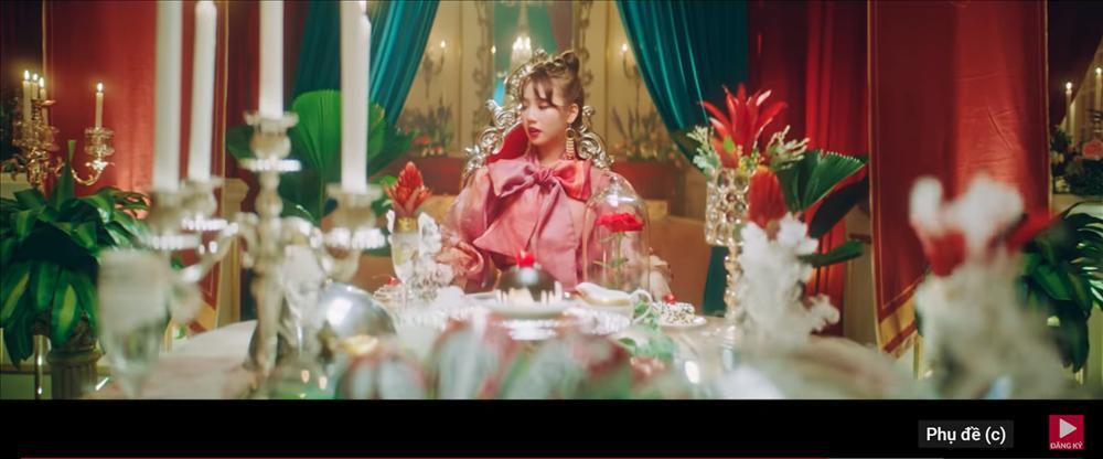 MV mới của AMEE vừa ra mắt đã bị bắt bài đạo nhái đến 80% Blank Space của Taylor Swift-4
