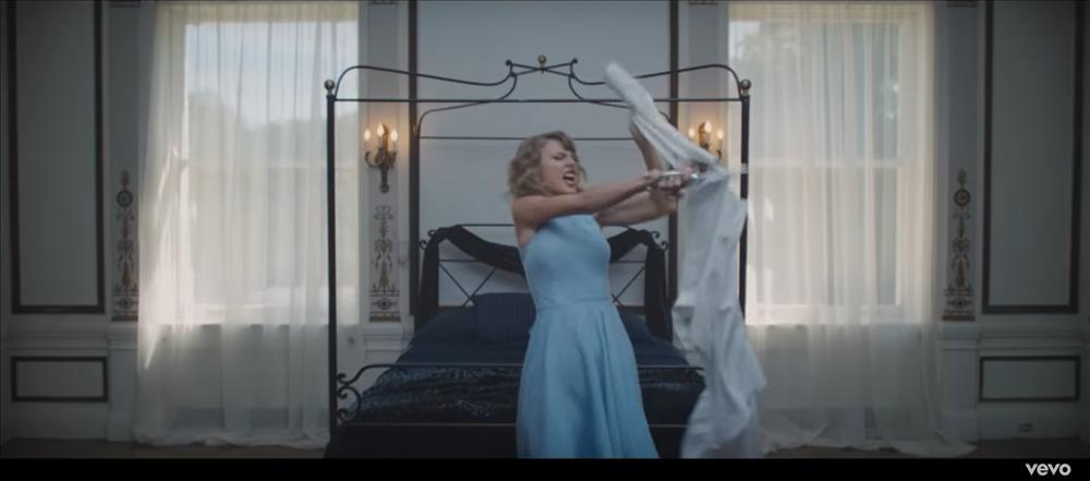 MV mới của AMEE vừa ra mắt đã bị bắt bài đạo nhái đến 80% Blank Space của Taylor Swift-11