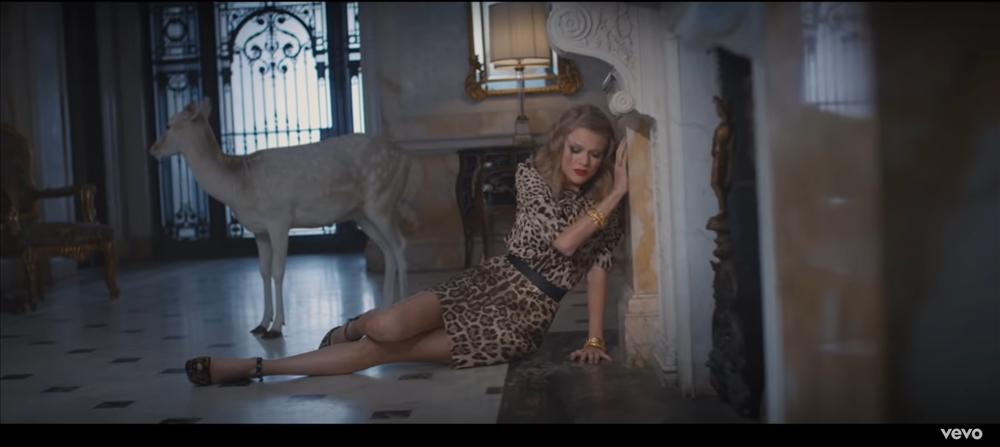 MV mới của AMEE vừa ra mắt đã bị bắt bài đạo nhái đến 80% Blank Space của Taylor Swift-13