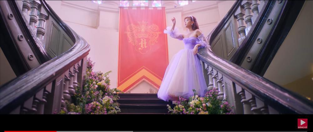 MV mới của AMEE vừa ra mắt đã bị bắt bài đạo nhái đến 80% Blank Space của Taylor Swift-2