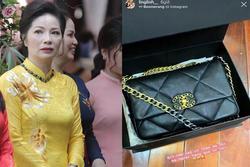 Chưa đến 8/3, mẹ vợ trung vệ Bùi Tiến Dũng chi mạnh tay mua túi xách hàng hiệu tặng con gái