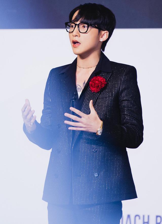 Chán phong cách Tùng chủ tịch, Sơn Tùng M-TP đổi sang hình ảnh lãng tử với kiểu tóc mới-1