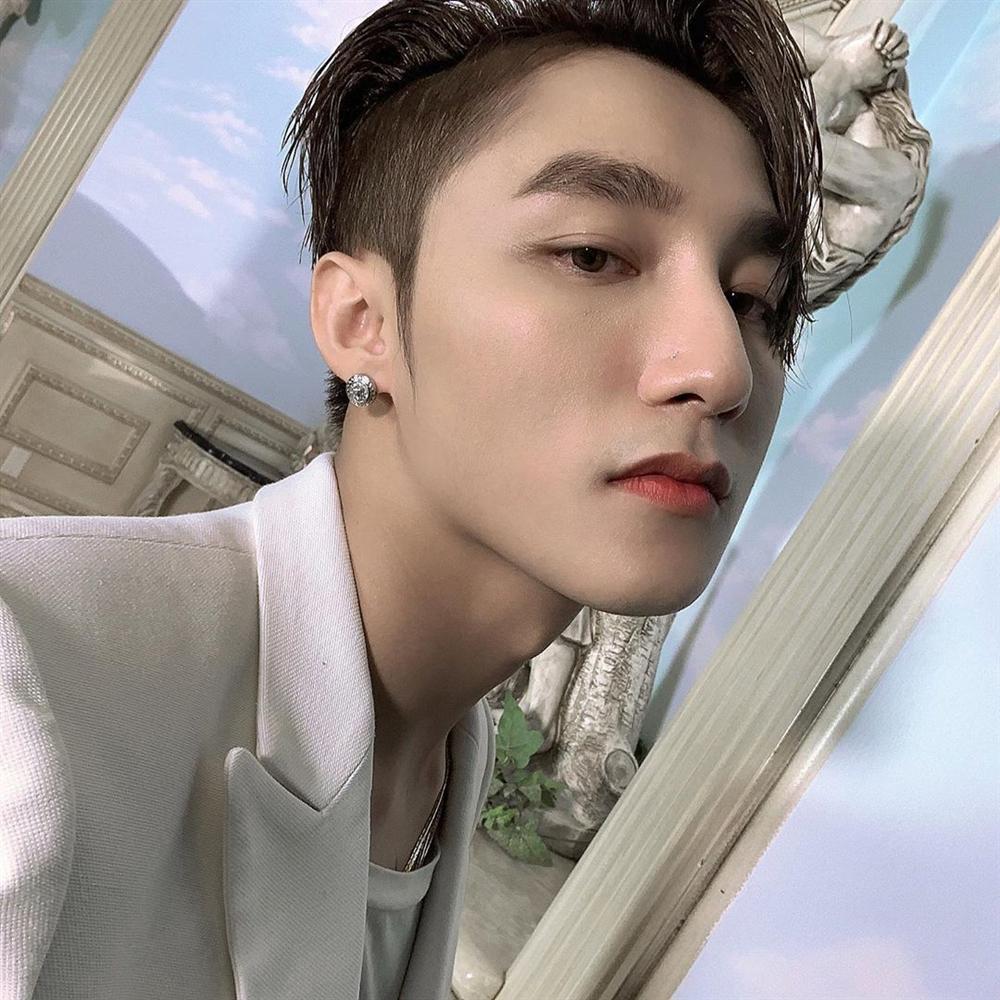 Chán phong cách Tùng chủ tịch, Sơn Tùng M-TP đổi sang hình ảnh lãng tử với kiểu tóc mới-6