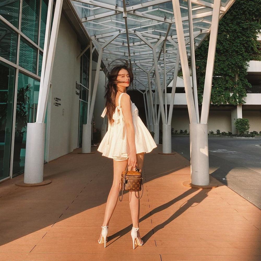 Linh Ka khoe street style như không mặc quần - Chi Pu mặc đồ mượn đẹp hơn cả bản gốc-2