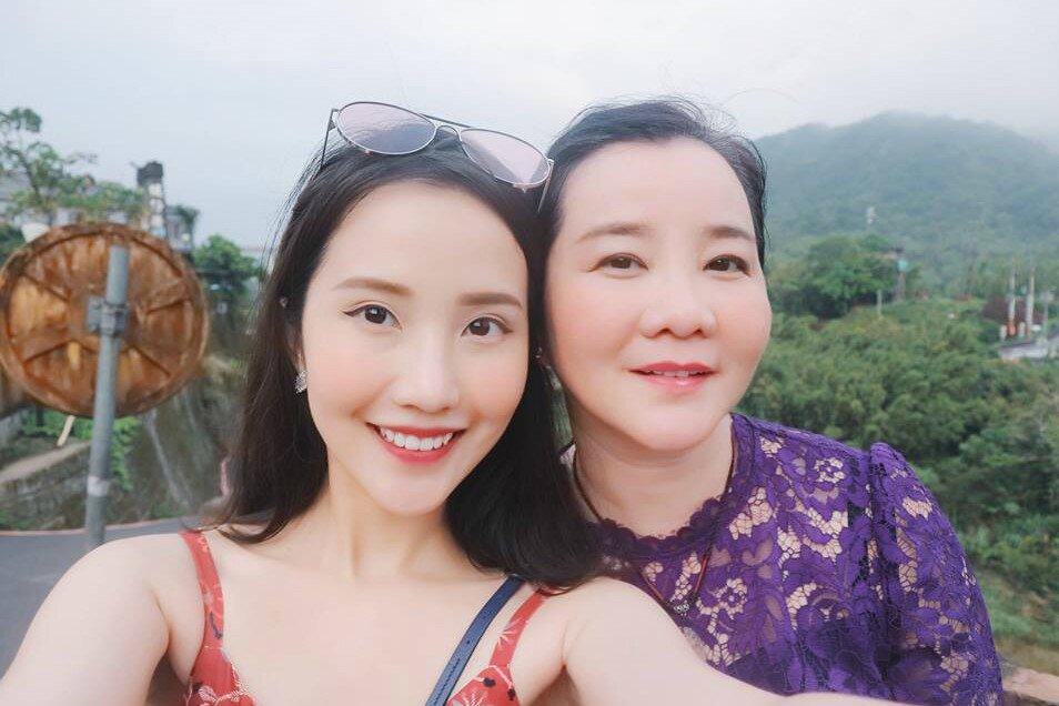 3 cặp mẹ con đại gia nổi tiếng MXH: Người ứng xử thanh lịch, người tự lập từ bé-15