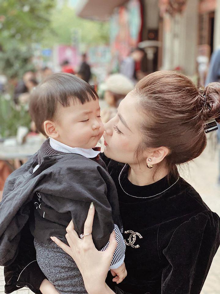 Á hậu Tú Anh chứng minh con trai chuẩn gene mẹ, nhìn thế nào cũng không lệch một ly-3