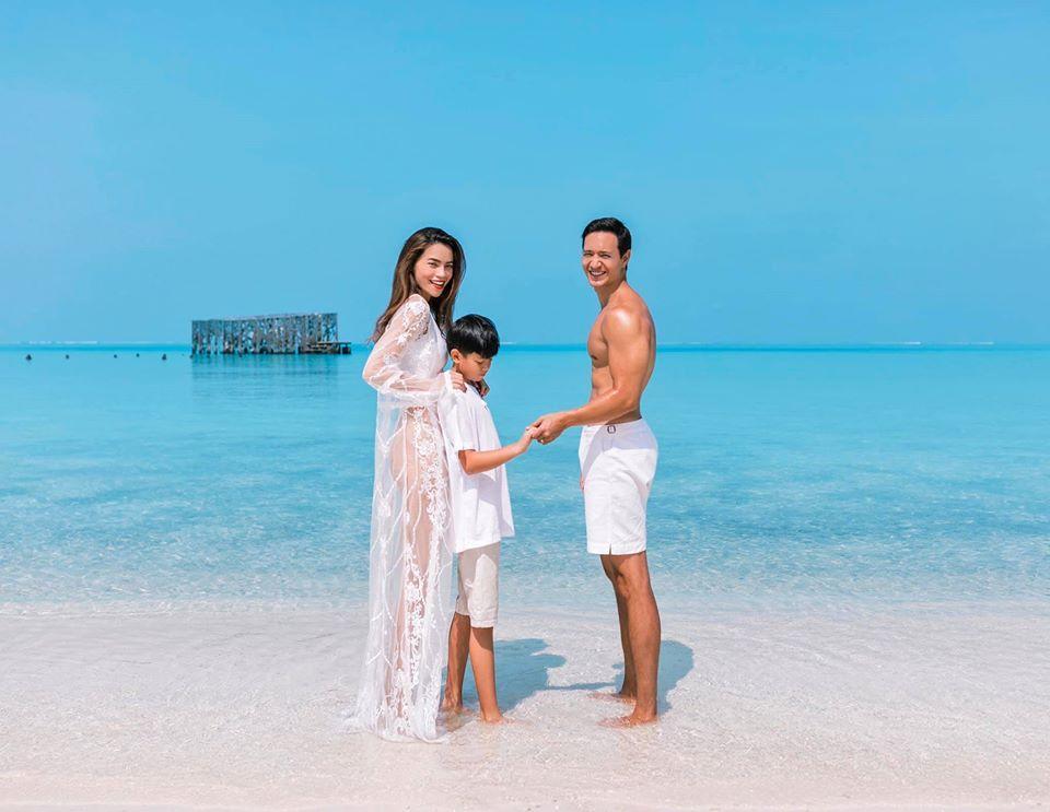 Hồ Ngọc Hà, Kim Lý và Subeo lên đồ ton-sur-ton chụp ảnh GIA ĐÌNH đẹp như tranh vẽ-2