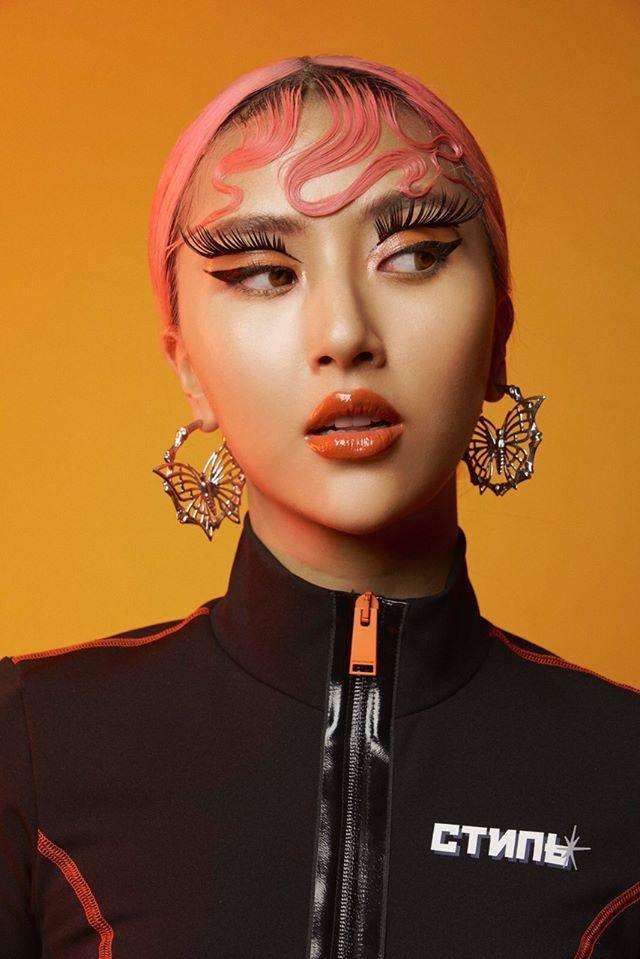 SAO MAKE OVER: Hương Giang mặt mộc da xám xịt - Lynk Lee bị cách ly mà chỉ than về chuyện tỉa lông mày-4