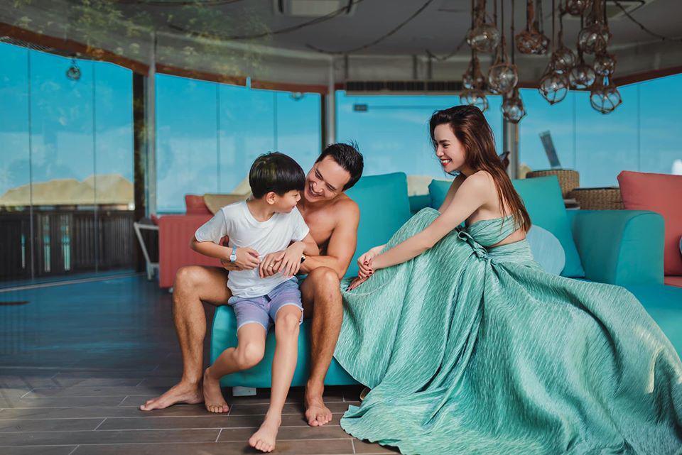 Khi người tình bị nghi photoshop cơ bắp đến biến dạng, Hà Hồ ngồi yên cũng khoe được eo thon-2