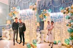 Gạt đấu tố căng thẳng, Việt Anh và vợ cũ hội ngộ mừng sinh nhật con trai