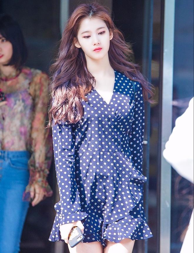 Joy, Jennie khoe thân hình gợi cảm khi diện váy liền bó sát-5
