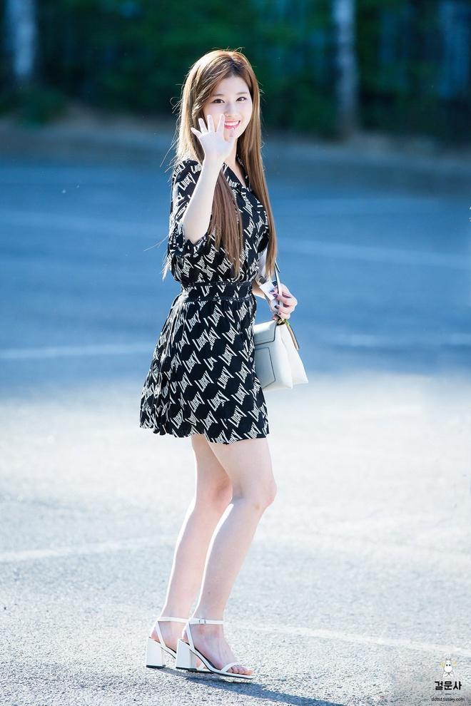 Joy, Jennie khoe thân hình gợi cảm khi diện váy liền bó sát-6