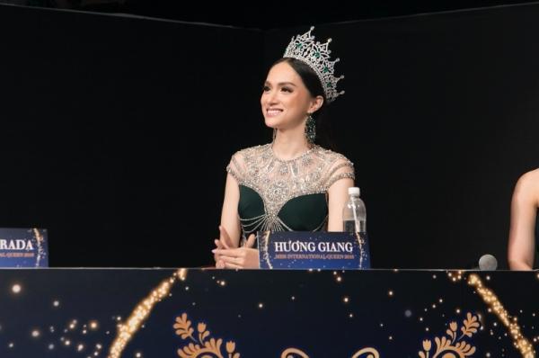 Đọ sắc cùng dàn người đẹp Miss International Queen, Hương Giang bị makeup dìm, lộ rõ mặt hốc hác-1