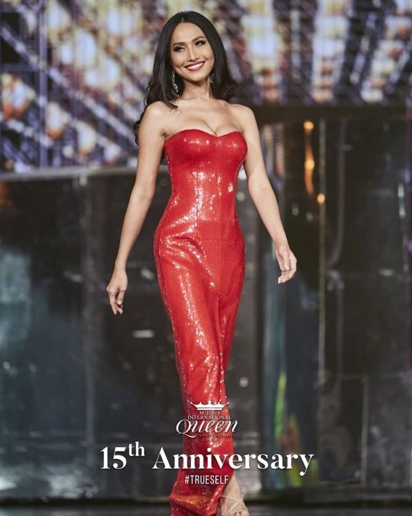 Đọ sắc cùng dàn người đẹp Miss International Queen, Hương Giang bị makeup dìm, lộ rõ mặt hốc hác-6