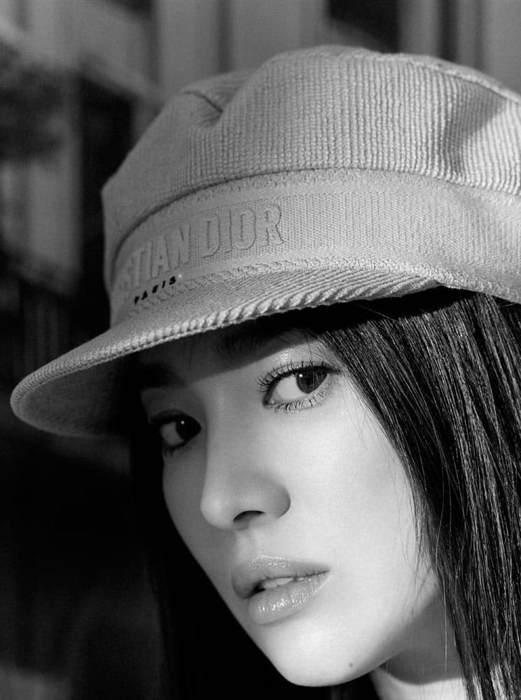 Song Hye Kyo bị chỉ trích vì xuất hiện trên tạp chí Thái Lan-1