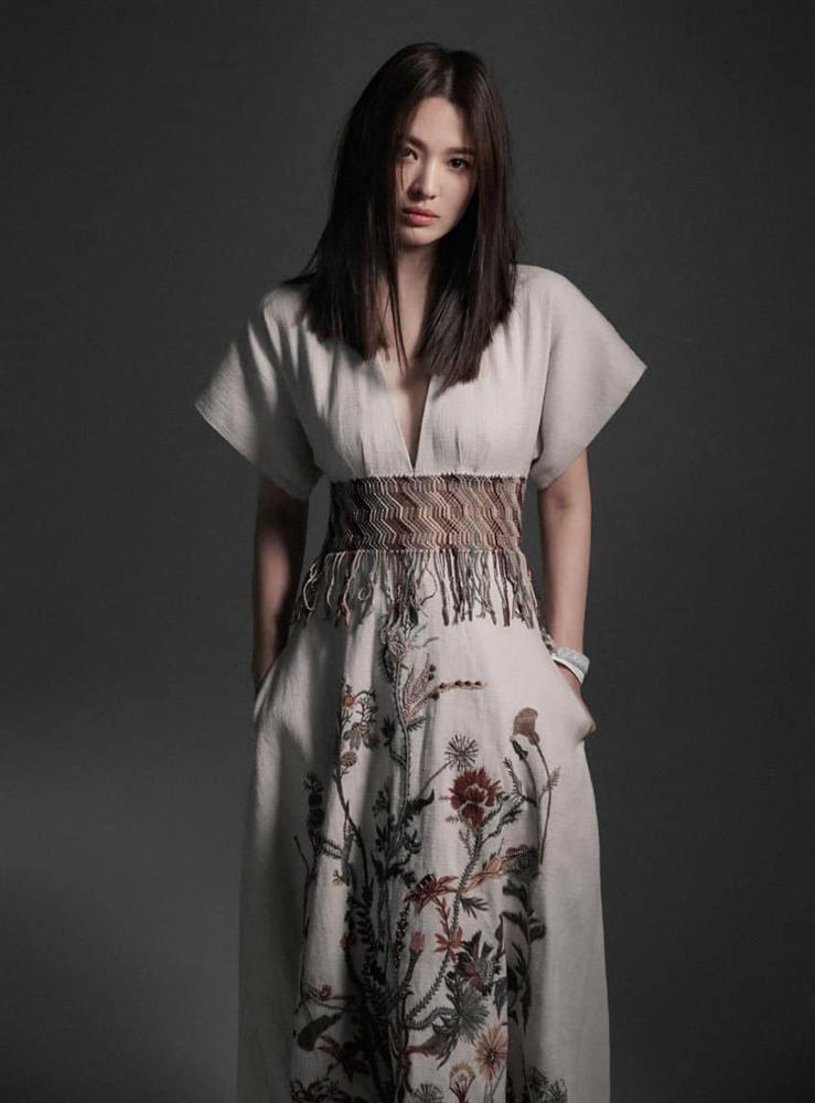 Song Hye Kyo bị chỉ trích vì xuất hiện trên tạp chí Thái Lan-6