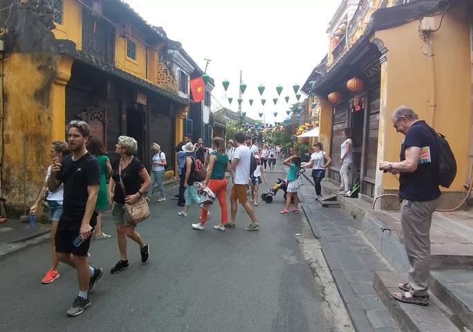 Quảng Nam họp khẩn, cách ly 40 du khách, cho toàn bộ học sinh Hội An nghỉ học-2