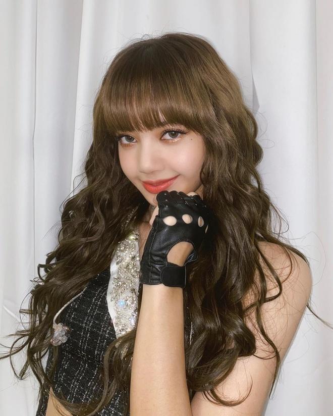 Lisa (BlackPink) cùng các sao Hàn để tóc xoăn mỳ tôm-2