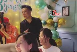 Gần 1 năm ly hôn 'bão tố', Việt Anh và vợ cũ lần đầu vui vẻ xuất hiện trong một khung hình