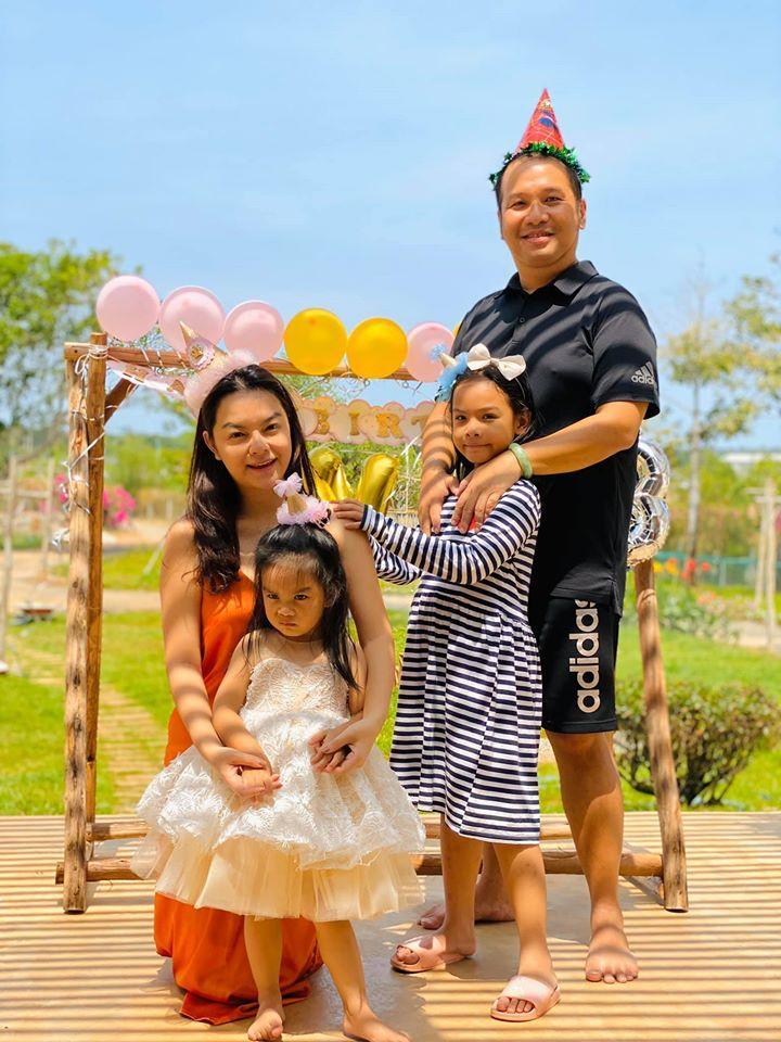 Phạm Quỳnh Anh - Quang Huy vui vẻ đoàn tụ chúc mừng sinh nhật con gái út-1