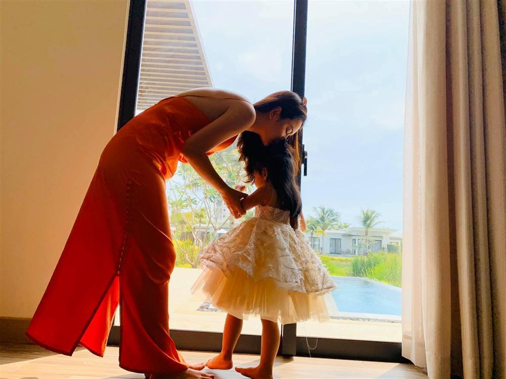 Phạm Quỳnh Anh - Quang Huy vui vẻ đoàn tụ chúc mừng sinh nhật con gái út-3