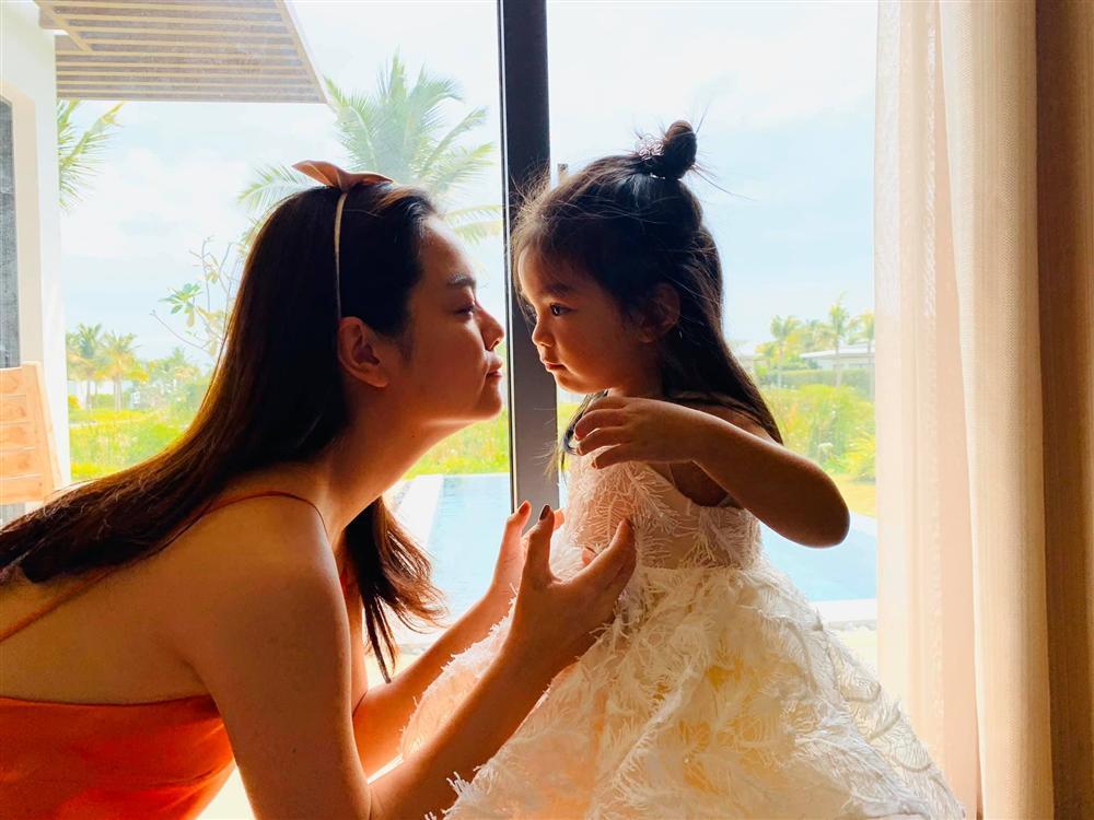Phạm Quỳnh Anh - Quang Huy vui vẻ đoàn tụ chúc mừng sinh nhật con gái út-4