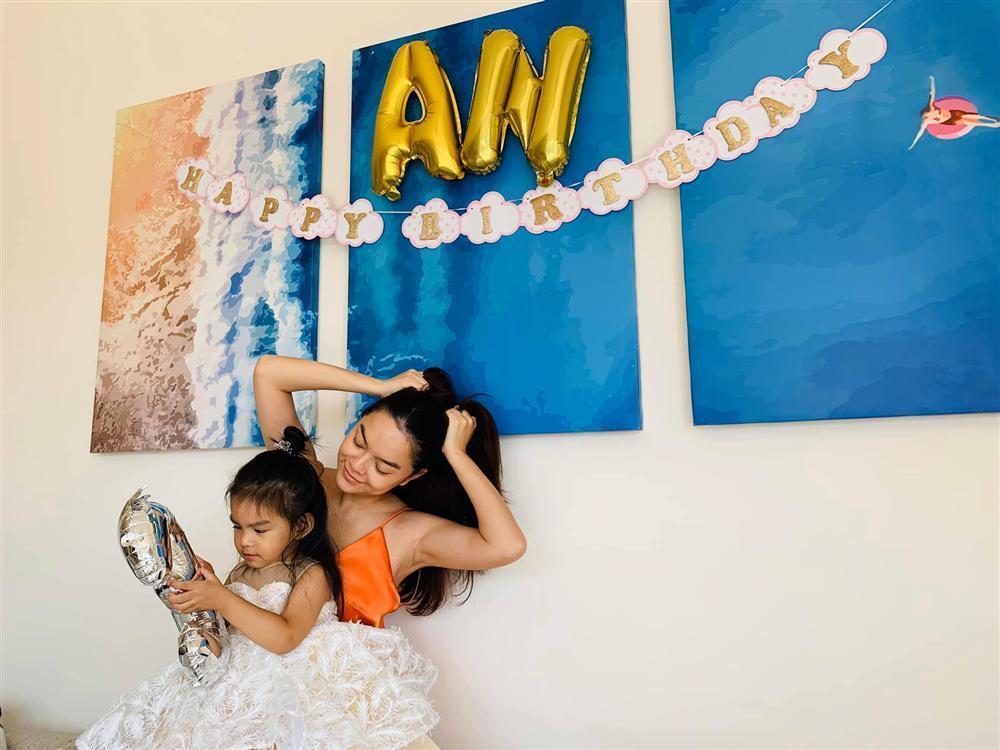 Phạm Quỳnh Anh - Quang Huy vui vẻ đoàn tụ chúc mừng sinh nhật con gái út-7