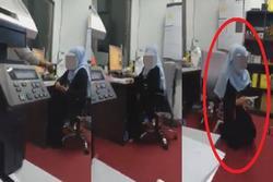 Mải selfie, dùng Tiktok không làm việc, cô gái bị cấp trên ném điện thoại