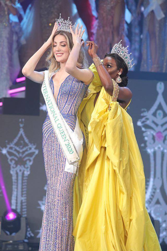 Dự chung kết Hoa hậu Chuyển giới 2020, Yoshi Rinrada đẹp tới nỗi nhấn chìm tất cả-1