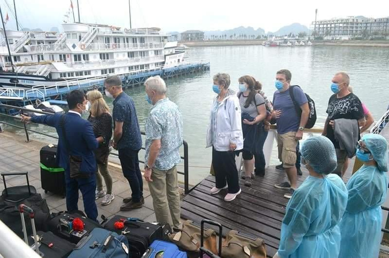 Lịch trình di chuyển liên tục của 4 khách nước ngoài nhiễm virus corona ở Quảng Ninh-1