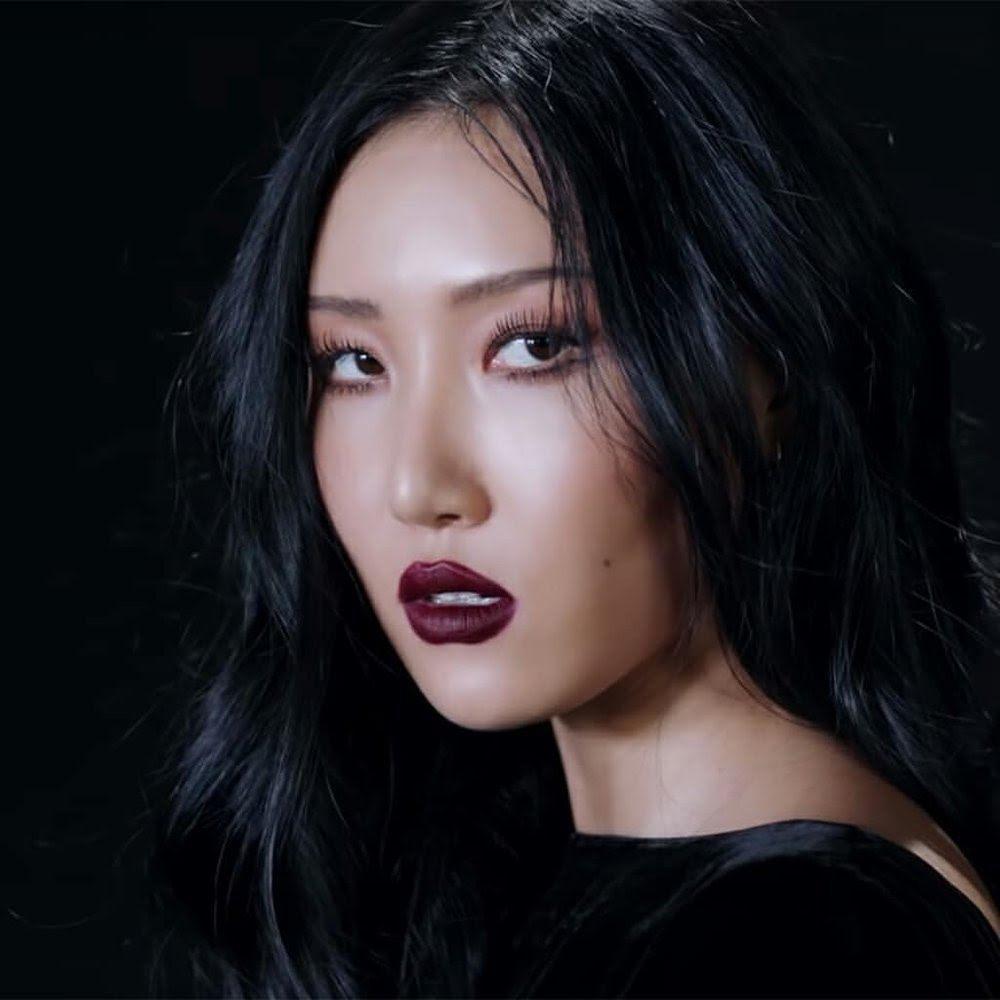 Lisa, HyunA đánh môi thâm vẫn được khen xinh đẹp-3