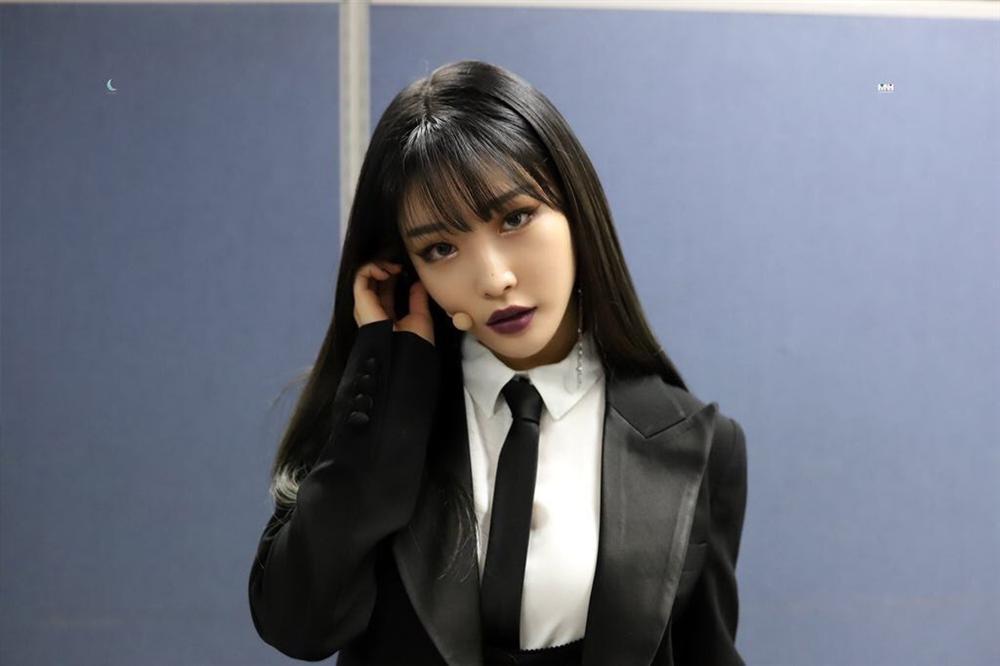 Lisa, HyunA đánh môi thâm vẫn được khen xinh đẹp-5