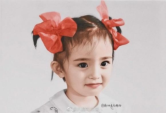 Ảnh thời thơ ấu của Dương Mịch được hé lộ, xứng danh mỹ nhân đẹp từ trong trứng khiến Cnet phải xuýt xoa-1
