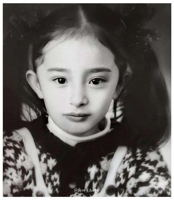 Ảnh thời thơ ấu của Dương Mịch được hé lộ, xứng danh mỹ nhân đẹp từ trong trứng khiến Cnet phải xuýt xoa-2