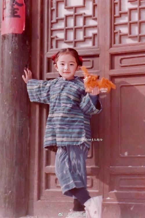 Ảnh thời thơ ấu của Dương Mịch được hé lộ, xứng danh mỹ nhân đẹp từ trong trứng khiến Cnet phải xuýt xoa-3