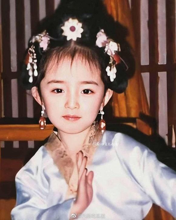Ảnh thời thơ ấu của Dương Mịch được hé lộ, xứng danh mỹ nhân đẹp từ trong trứng khiến Cnet phải xuýt xoa-4