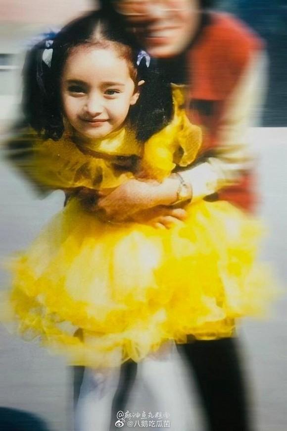 Ảnh thời thơ ấu của Dương Mịch được hé lộ, xứng danh mỹ nhân đẹp từ trong trứng khiến Cnet phải xuýt xoa-5