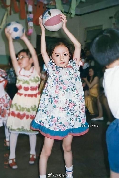Ảnh thời thơ ấu của Dương Mịch được hé lộ, xứng danh mỹ nhân đẹp từ trong trứng khiến Cnet phải xuýt xoa-8