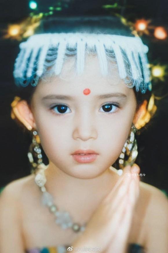 Ảnh thời thơ ấu của Dương Mịch được hé lộ, xứng danh mỹ nhân đẹp từ trong trứng khiến Cnet phải xuýt xoa-9