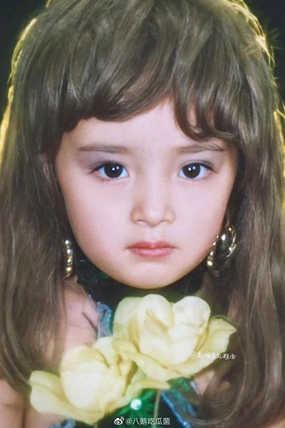 Ảnh thời thơ ấu của Dương Mịch được hé lộ, xứng danh mỹ nhân đẹp từ trong trứng khiến Cnet phải xuýt xoa-10