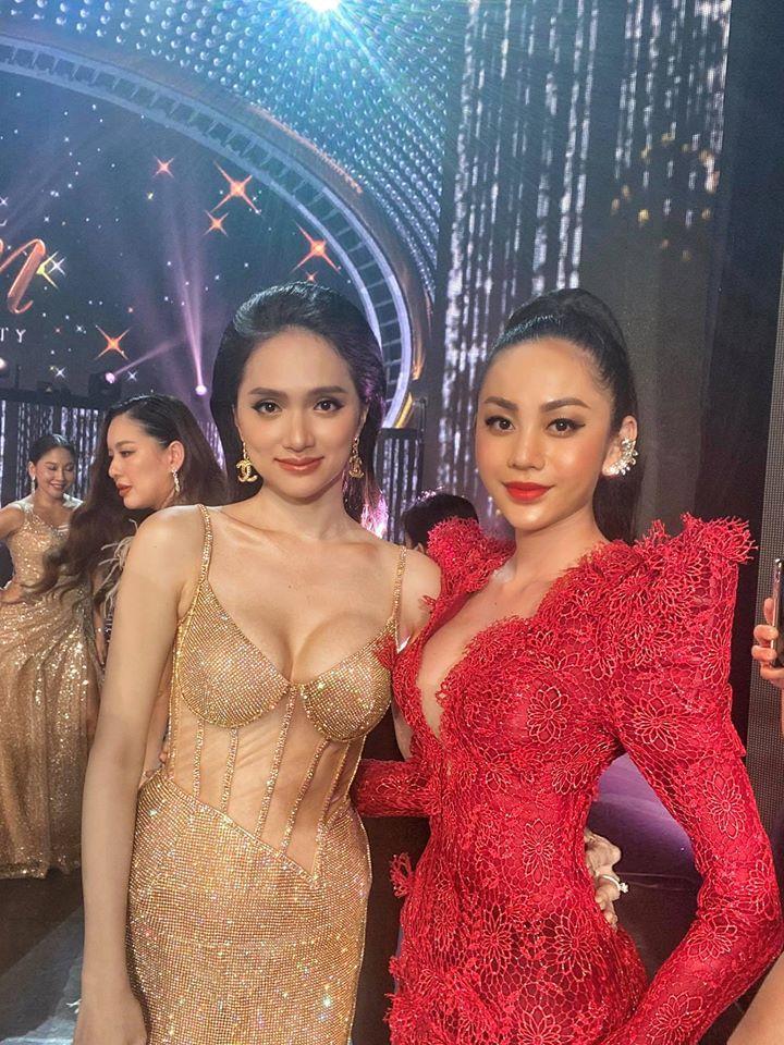 Hoa hậu Hương Giang lộ vòng 1 bên phồng bên xẹp và cả nội y thấp thoáng-1