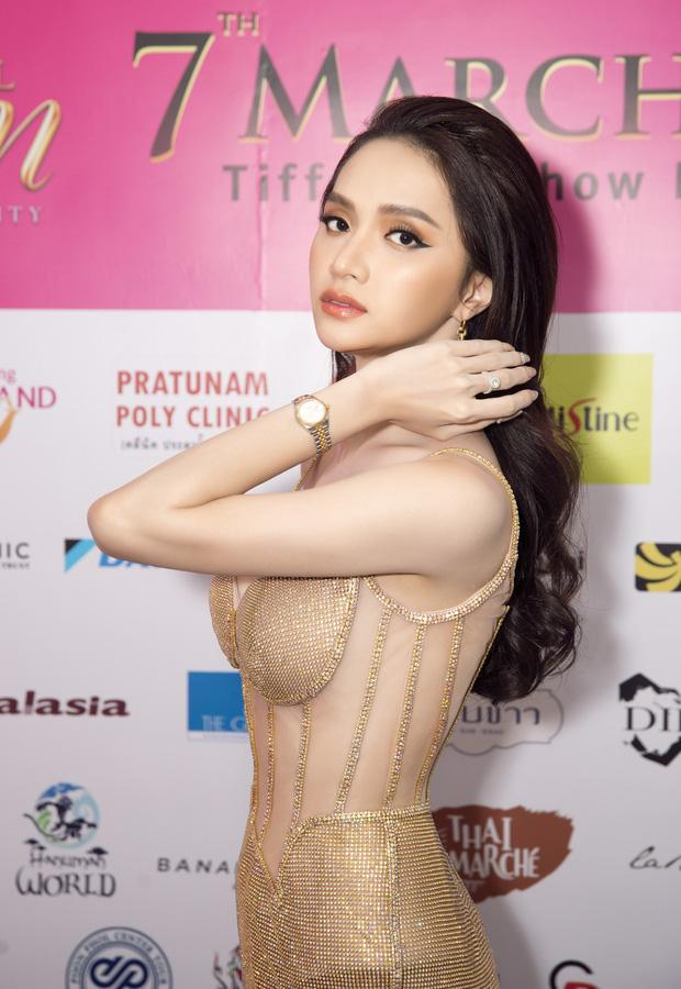 Hoa hậu Hương Giang lộ vòng 1 bên phồng bên xẹp và cả nội y thấp thoáng-3