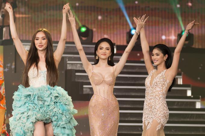 Hoa hậu Hương Giang lộ vòng 1 bên phồng bên xẹp và cả nội y thấp thoáng-9