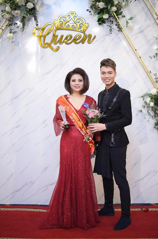 Doanh nhân Phạm Hương - Nữ hoàng có gương mặt khả ái trong cuộc thi Queen Beaut-4